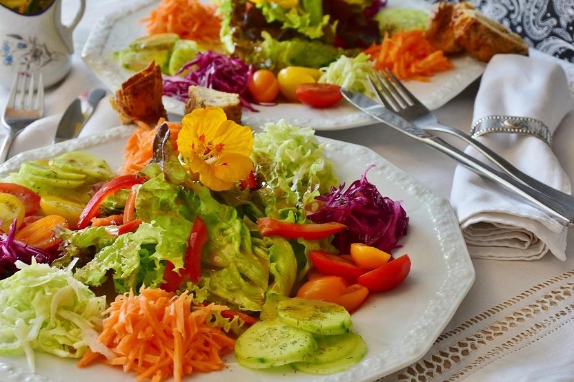 Mindful eating, a escolha amorosa de um banquete de consciência e cura